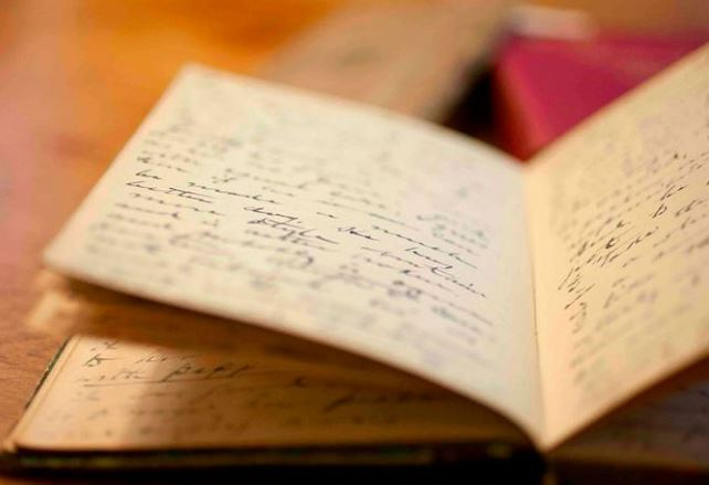 """Alt=""""benefits of journaling for writers"""""""